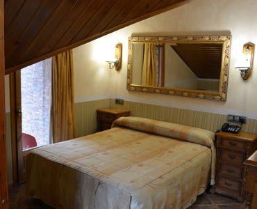 Habitació sota teulada doble (Queen size bed)