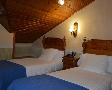 Habitació sota teulada doble (2 llits individuals)